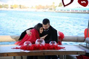 Mutluluk Teknesi Tuğçe Selim İzmir Organizasyon 6 300x200 - Teknede Evlenme Teklifi Organizasyonu