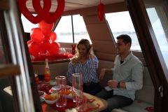 izmir tekne kiralama 6 - Teknede Evlilik Teklifi Organizasyonu 2