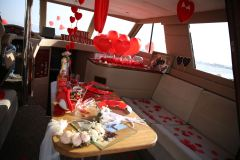 teknede romantik evlilik teklifi organizasyonu izmir tekne kiralama 15 - Teknede Romantik Evlilik Teklifi Organizasyonu