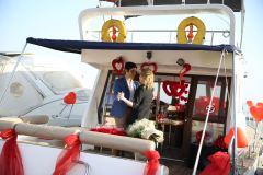 teknede romantik evlilik teklifi organizasyonu izmir tekne kiralama 3 - Teknede Romantik Evlilik Teklifi Organizasyonu