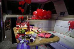 izmir tekne kiralama 11 - Hıdırellez'de Teknede Havai Fişek ile Evlenme Teklifi Organizasyonu