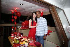 izmir tekne kiralama 15 - Hıdırellez'de Teknede Havai Fişek ile Evlenme Teklifi Organizasyonu