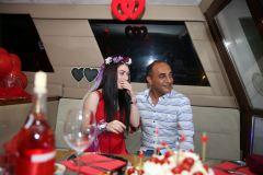 izmir tekne kiralama 16 - Hıdırellez'de Teknede Havai Fişek ile Evlenme Teklifi Organizasyonu
