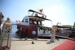 gunluk tekne kiralama izmir tekne kiralama 2 - Havai Fişek Eşliğinde Yatta Evlenme Teklifi Organizasyonu
