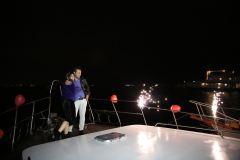 havai fisek esliginde teknede evlenme teklifi organizasyonu izmir tekne kiralama 5 - Havai Fişek Eşliğinde Teknede Evlenme Teklifi Organizasyonu