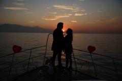 havai fisek esliginde yatta evlenme teklifi organizasyonu izmir tekne kiralama 9 - Havai Fişek Eşliğinde Yatta Evlenme Teklifi Organizasyonu