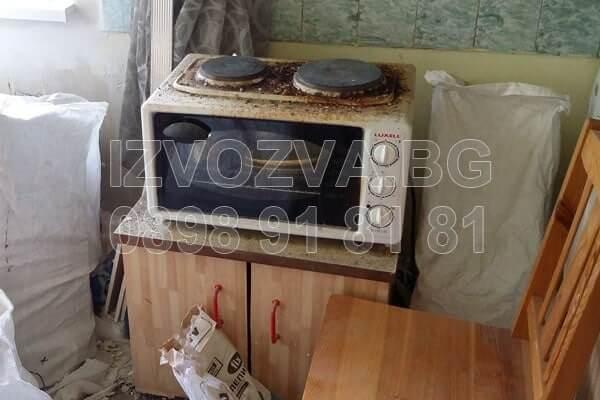 Почистване на боклуци и извозване на електроуреди