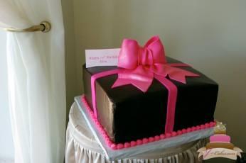 (436) Gift Box Birthday Cake