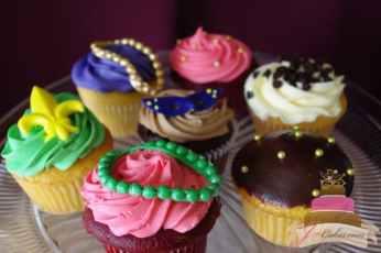 (613) Mardi Gras Cupcakes