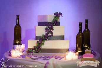 (1020) Vineyard Theme Wedding Cake