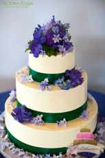 (1014) Green Ribbon Wedding Cake with Purple Flowers