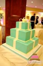 (1124) Tiffany Gift Box Wedding Cake