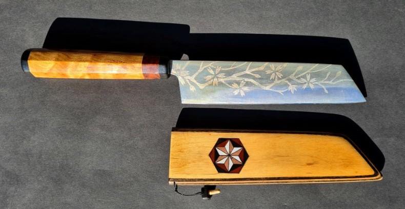 Japans mes custom made Bunka handgemaakt lemmet en handvat gevederde walnoot