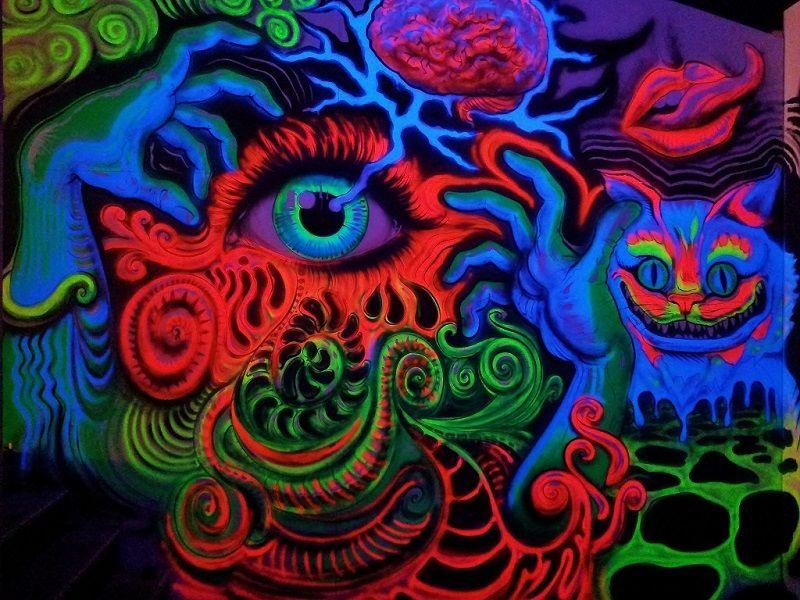 DJ boot decoratie. Custom made design voor festivals, 7th sunday festival Eek the cat blacklight