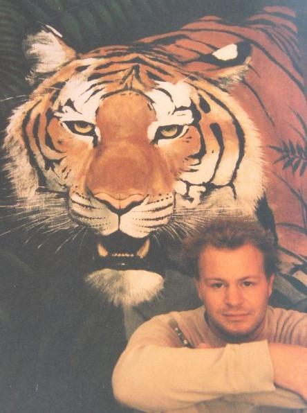 Muurschilderij van een tijgerhoofd geschilderd door natuurschilder Jaap Roos