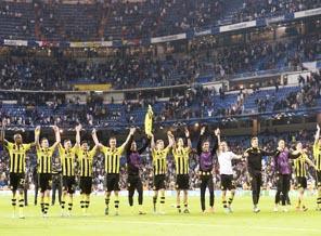 Pemain Borussia Dortmund merayakan sukses lolos ke final Liga Champions musim ini setelah unggul agregat 4-3 atas Real Madrid