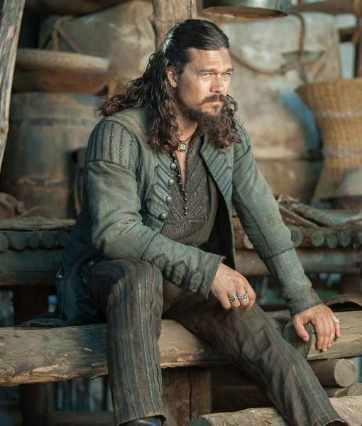black-sails-season-4-john-silver-coat