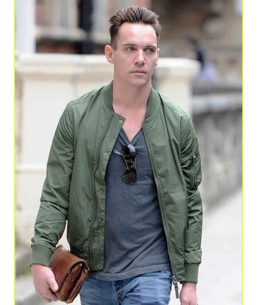 jonathan-rhys-meyers-green-jacket
