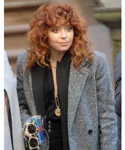 natasha-lyonne-russian-doll-coat