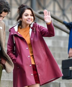 selena-gomez-a-rainy-day-in-new-york-chan-tyrell-coat