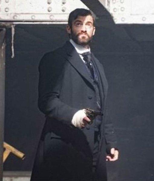 miss-scarlet-and-the-duke-william-wellington-coat