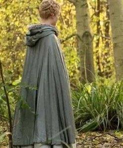 elle-fanning-cloak