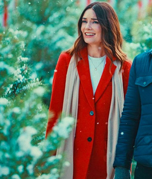 mallory-jansen-on-the-12th-date-of-christmas-coat