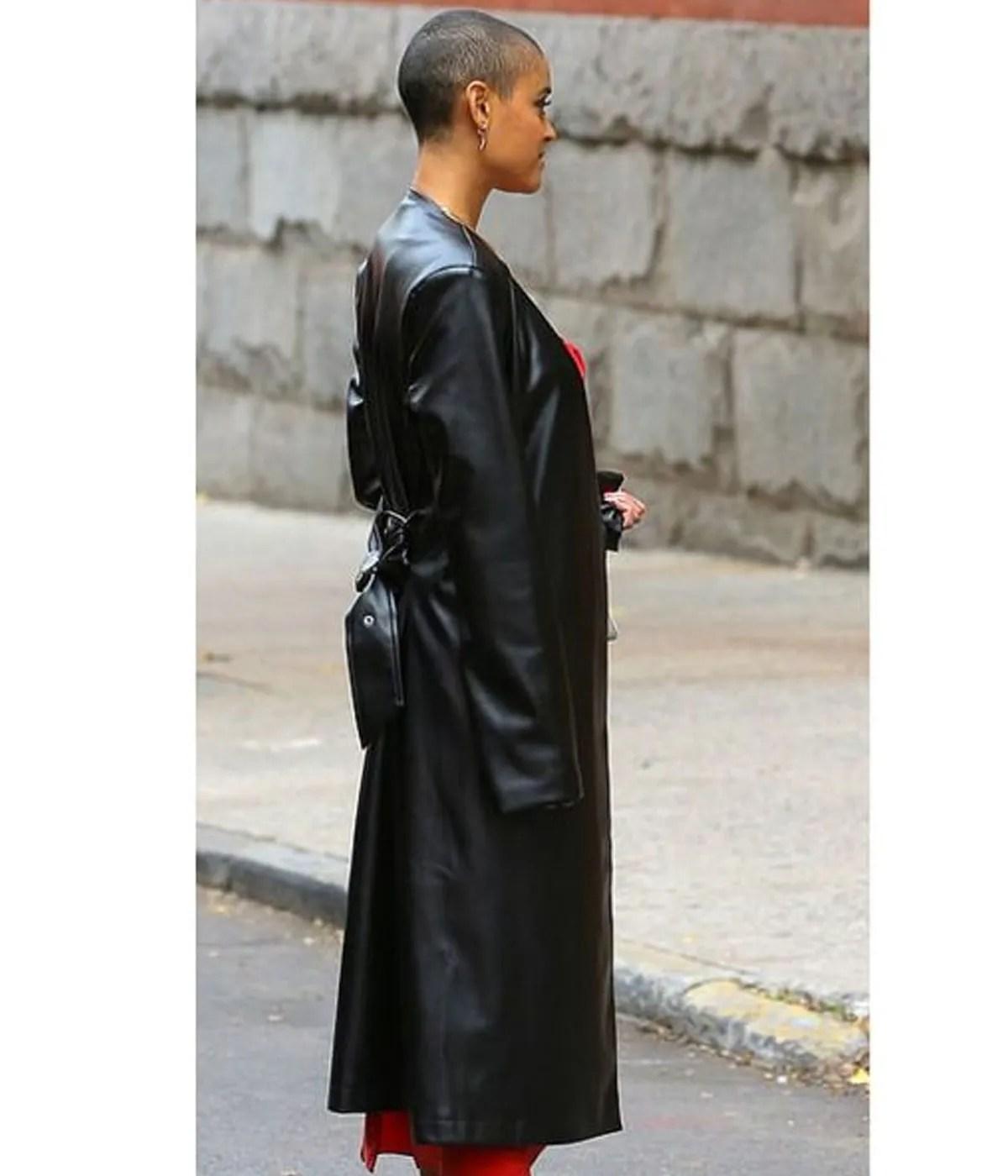 gossip-girl-black-coat