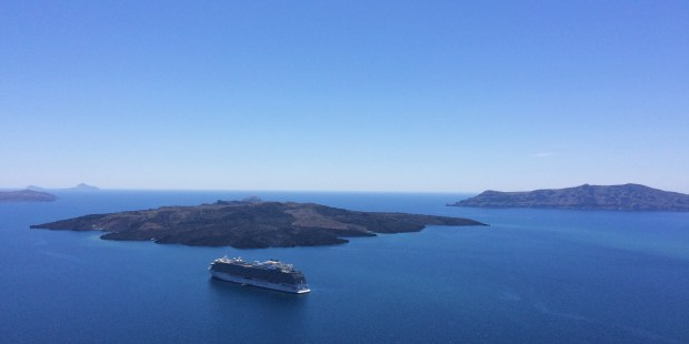 16 Photos That Will Make You Want to Visit Santorini, Greece | Jackie Jets Off | Part time travel blog