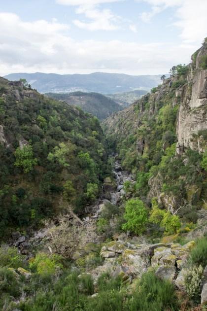 """Descending to """"Rio Fafião"""""""