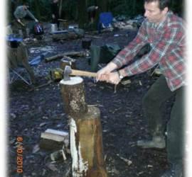 Splitting firewood with an axe | bushcraft | axe