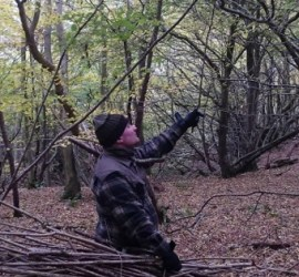An easy way to carry firewood in the woods | woodland handbag | fire lighting | bushcraft | Kent | south east | London