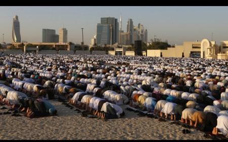 muslim-Eid-al-Adha_3451352k.dubai.prayer