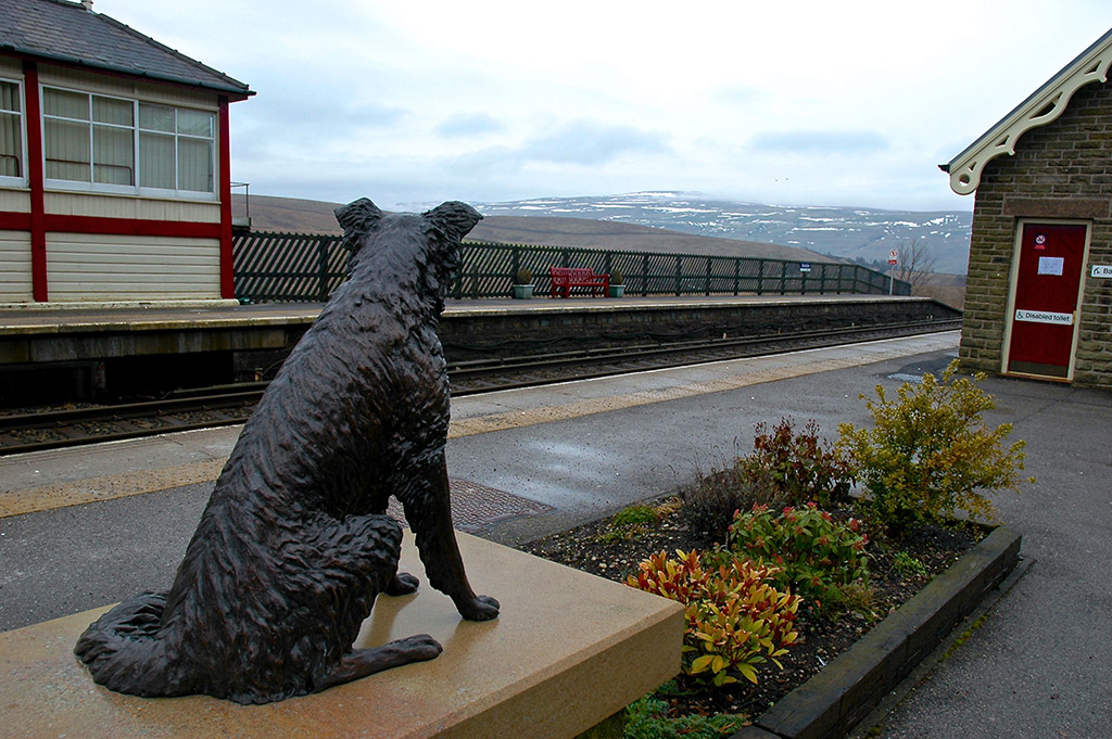 Ruswarp monument, Garsdale station