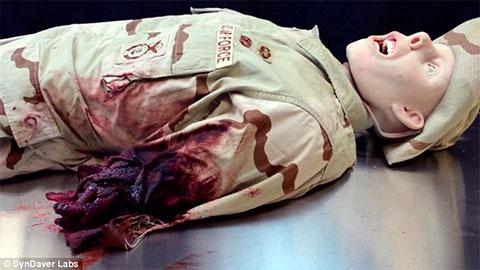 Foto horrível cadáver que respira e geme