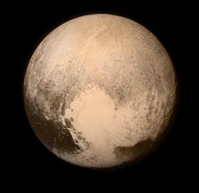 Planeta plutão, foto antes da aproximação final