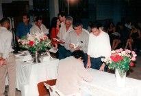 Jackson-Rubem-autografando-o-livro-IRECÊ-UM-PEDAÇO-HISTÓRICO-DA-BAHIA-para-os-presentes