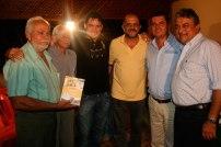 Jackson-Rubem-ladeado-pelo-então-prefeito-Hermenilso-Carvalho,-vice-Ricardo-Rodrigues--e-outros-no-Lançamento-do-livro-LAPÃO-CEM-ANOS-DE-HISTÓRIA