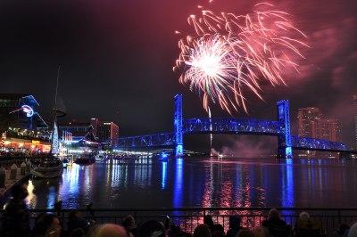 2014_01_01-fireworks02_COJ_NYE