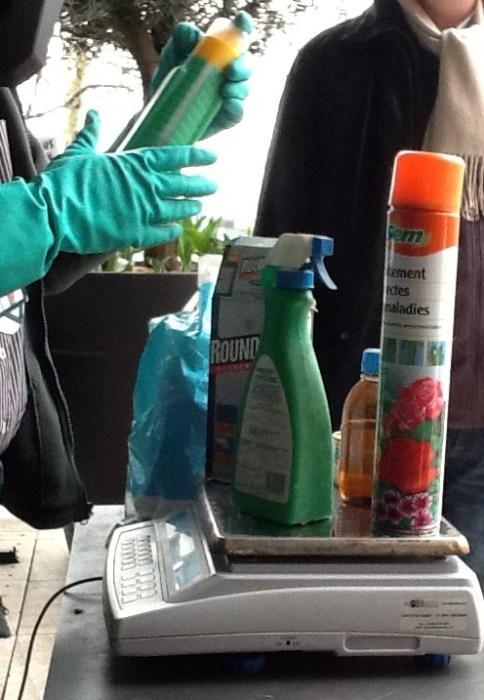 """Grace à son opération """"passons-nous des pesticides"""", Botanic a déjà récupéré environ 15 tonnes de produits déposés par les  jardiniers amateurs"""