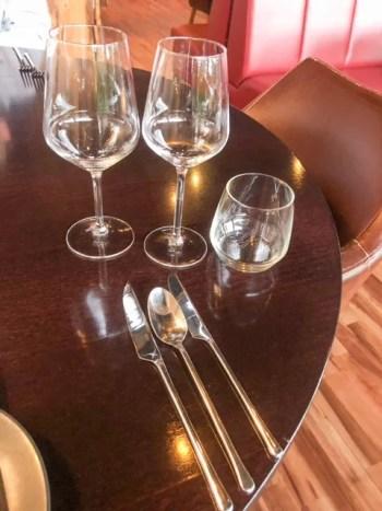 polierte Gläser im Restaurant