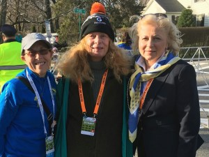 Bobbi Gibb, Joann Flaminio, Jacqueline at the start line