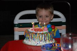 Wow! Qu'il est beau mon gâteau d'anniversaire - Félix.
