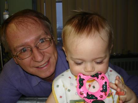 Je m'amuse sous le regard de mon grand-papa Jacques.