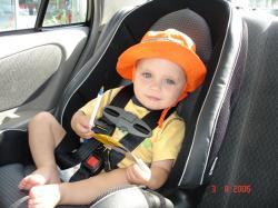 Été 2006 - Félix dans l'auto de grand-papa Jacques.