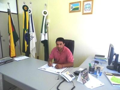 Vice prefeito no gabinete_site