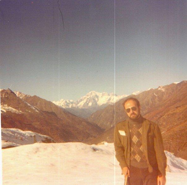 In Val d'Aosta, all'incirca nel 1982 dc. Un amico, con suoi colleghi, aveva affittato una casa con molto spazio in un posto stupendo. Abbiamo passato un fine settimana tra amici, e abbiamo fatto questa escursione abbastanza impegnativa nella neve.