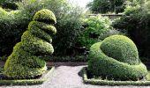 Bush bows to bush!