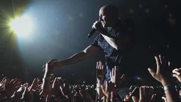 Linkin Park faz homenagem a Chester Bennington em novo clipe da banda. Assisti a 'One More Light'