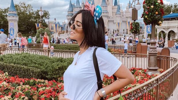 Gravidez: Jade Seba mostra barriga na Disney